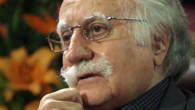 Photo of استاد محمود فرشچیان، با ارسال پیامی تصویری به فرهنگستان هنر از زحمات جامعه پرستاری و پزشکی کشورمان قدردانی کرد
